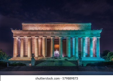 Washington DC, United States: Abraham Lincoln Memorial at night