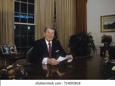 Washington DC. USA, 11th January, 1989President Ronald Reagan delivers his 34th and final televised speech to the nation from the Oval Office of the White House.