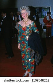 Washington DC, USA, December 3, 1995Dina Merrill arrives at the John F. Kennedy Center For The Prefroming Arts to attend the annual Kennedy Center Honors program
