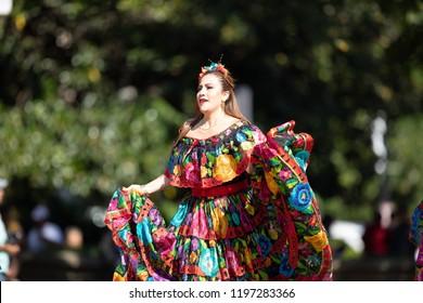 c2379e8d1ebc Asian Woman Traditional Thailand Clothes Dancing Stock Photo (Edit ...