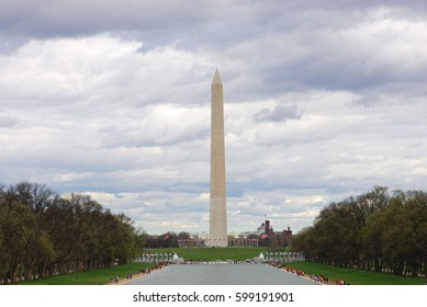Washington monument in cloudy day