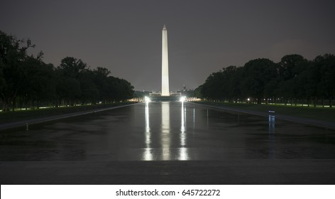 Washington monument lit up at night