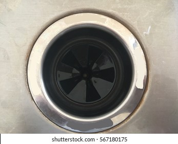 Waste disposal plug hole in a kitchen sink