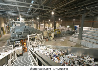waste paper recycling for the production of new paper for the printing industry - waste paper storage and sorting plant