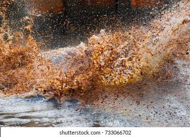 Waste water splashing