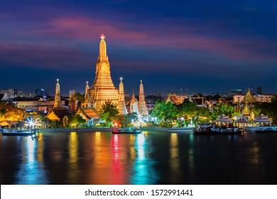 Wat Arun in Bangkok, The famous landmark of temple along the Chao Phraya river at twilight (Bangkok, Thailand)