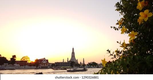Wat arun bangkok, wat arun temple, Wat Arun is a Buddhist temple in Bangkok, Thailand