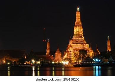 wat arun dawn temple