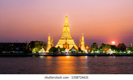 Wat Arun or Dawn Temple, The Landmark of Buddhist in Bangkok,Thailand. During sunset time and Temple is lighten up in dark night