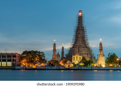 Wat Arun in the evening with Chao Phraya River