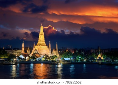 Wat Arun is icon of temple in Bangkok and Thailand, the good place for see sunset and travel in Bangkok city
