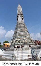 Wat Arun the most iconic temple of Bangkok, is located on the Thonburi side of the Chao Phraya River, almost opposite to the Grand Palace and Wat Pho
