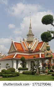 Wat Arun, the most iconic temple of Bangkok, is located on the Thonburi side of the Chao Phraya River, almost opposite to the Grand Palace and Wat Pho.