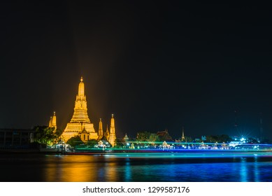 Wat Arun Raj Tharam has the construction of the pagoda has a height of 82 meters and width of 234 meters and the prang small around the pagoda big four sides,...This photo was taken at night
