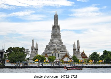 "Wat Arun Ratchawararam is known as the short name ""Wat Arun"" or ""Wat Chaeng"". One of the highlight tourist attractions in Thailand."