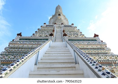 Wat Arun Ratchawararam Ratchawaramahawihan A Buddhist temple had existed at the site of Wat Arun since the time of the Ayutthaya Kingdom. It was then known as Wat Makok, after the village of Bang Mako