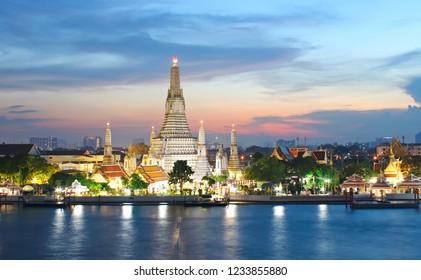Wat Arun Ratchawararam Ratchawaramahawihan Temple of Dawn at sunset