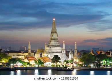 Wat Arun Ratchawararam Ratchawaramahawihan Temple of Dawn at sunset Bangkok, Thailand