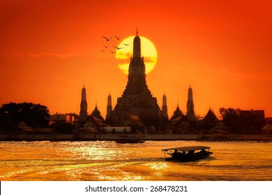 Wat arun in sunset at Bangkok,Thailand