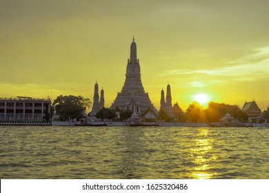 Wat Arun, Temple of Dawn during the sunset by the Chao Phraya River. Balanced image. Use for image of Thailand and cultural tourism concept. Copy space.