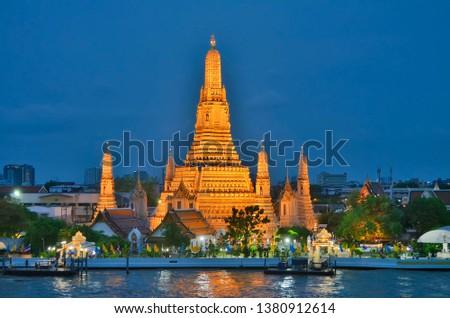 wat-arun-temple-dawn-illuminated-450w-13