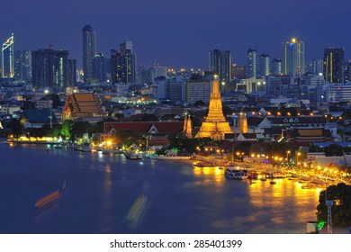 Wat arun ,temple at twilight, bangkok, thailand