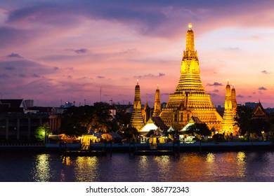 Wat Arun, Thailand's famous temple. Twilight scene