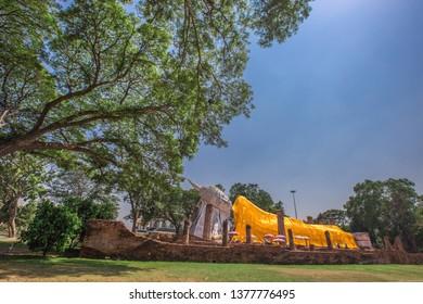 Wat Khun Inthapramun-Ang Thong: 20 April 2019, tourists visit to make merit and pay homage to the large Buddha image (Reclining Buddha) in Intha Bramun area, Pho Thong District, Thailand