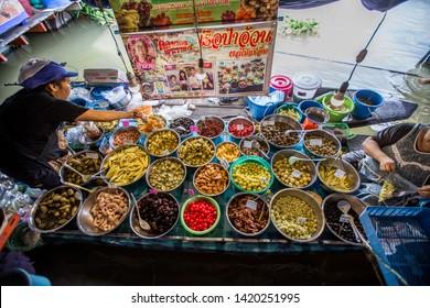 Wat Lam Phaya Floating Market-Nakhon Pathom: June 8, 2019, the atmosphere in the market has products, various food for tourists next to Tha Chin River, Lam Phaya, Bang Len, Nakhon Pathom, Thailand
