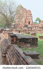 WAT MAHATHAT AT AYUTHAYA HISTORICAL PARK , AYUTHAYA PROVINCE, THAILAND