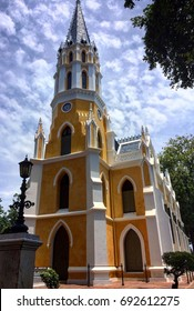 Wat Niwet Thammaprawat is most intriguing because it's the only Neo- Gothic monastery in Thailand.