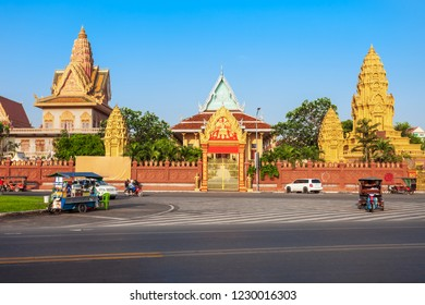 Wat Ounalom is a buddhist temple located on Sisowath Quay near the Royal Palace in Phnom Penh in Cambodia