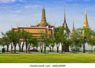 Wat Phra Kaeo (Temple of the Emerald Buddha) and Phra Wiharn Yod