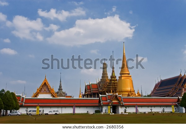 wat phra kaew temple in bangkok