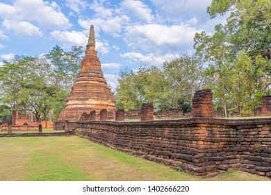 Wat Phra That temple in Kamphaeng Phet Historical Park, UNESCO World Heritage site