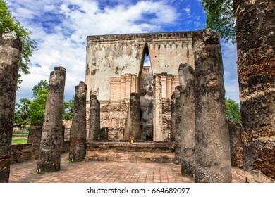 Wat Si Chum is a historic temple site in Sukhothai Historical Park, Sukhothai Province,Thailand. Sri Chum Temple is a major tourist symbol of Sukhothai.