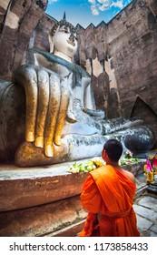 Wat Si Chum (temple) in Sukhothai historical park, Sukhothai, Thailand.