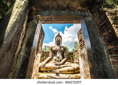 Wat Si Chum (temple) in Sukhothai historical park, Sukhothai, Thailand