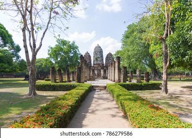 Wat Si Sawai (Sri Savaya) in Sukhothai A big Khmer style temple in Sukhothai. of big temples in Sukhothai Historical Park.  Sukhothai THAILAND.