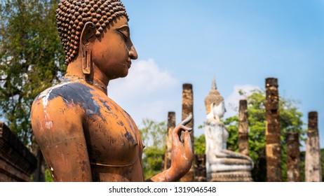 Wat Song Kao, image of two buddha sculpture, beautiful image