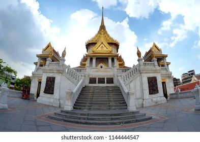 The Wat Traimit in Bangkok