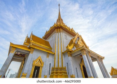 Wat Traimit temple in Bangkok, Thailand. It houses Phra Phuttha Maha Suwana Patimakon gold buddha statue which is 3 metres tall and weighs 5.5 tonnes.