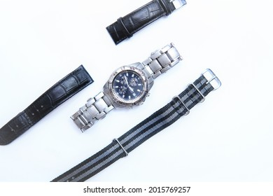 a watch on a steel bracelet with change straps. Possibility to change the strap on the watch to leather or nylon. Customize the watch yourself.
