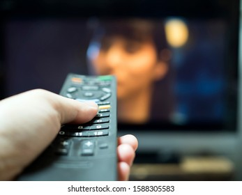 Watch a TV drama while zapping.