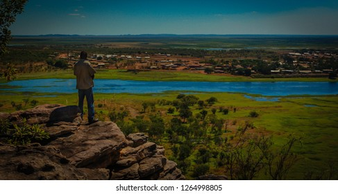 Watching over his country, Ooenpelli in Arnhem Land, Northern Territory