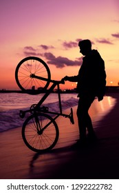 """watching the spectacular sunset on the beach with the bicycle """"fixie"""""""