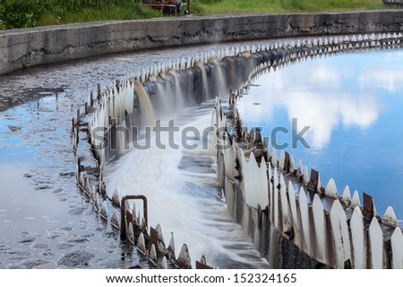Water cleaning in settlers at wastewater treatment plant