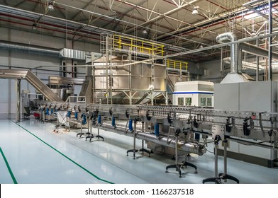 Water factory - Water bottling line for processing and bottling