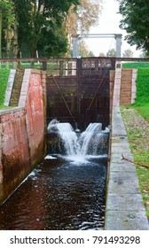 the water level in the channel, hydraulic gateway, gateway controller