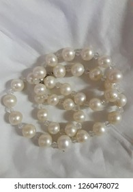 the water pearl necklace